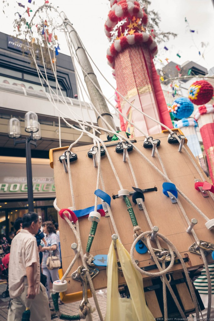 The mechanisms for hoisting the various Fukinagashi from the bamboo stalks.